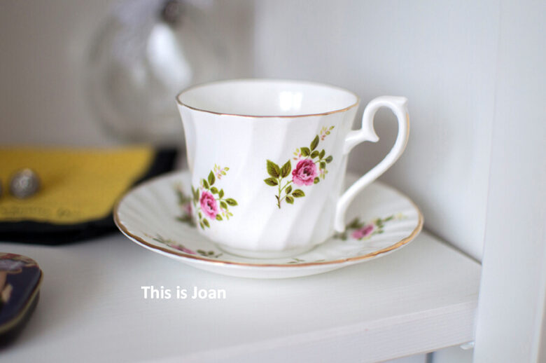 Vintage kop en schotel met bloem