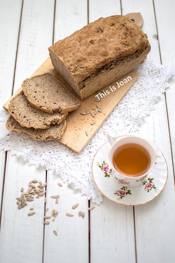 Volkoren speltbrood met zaden bakken