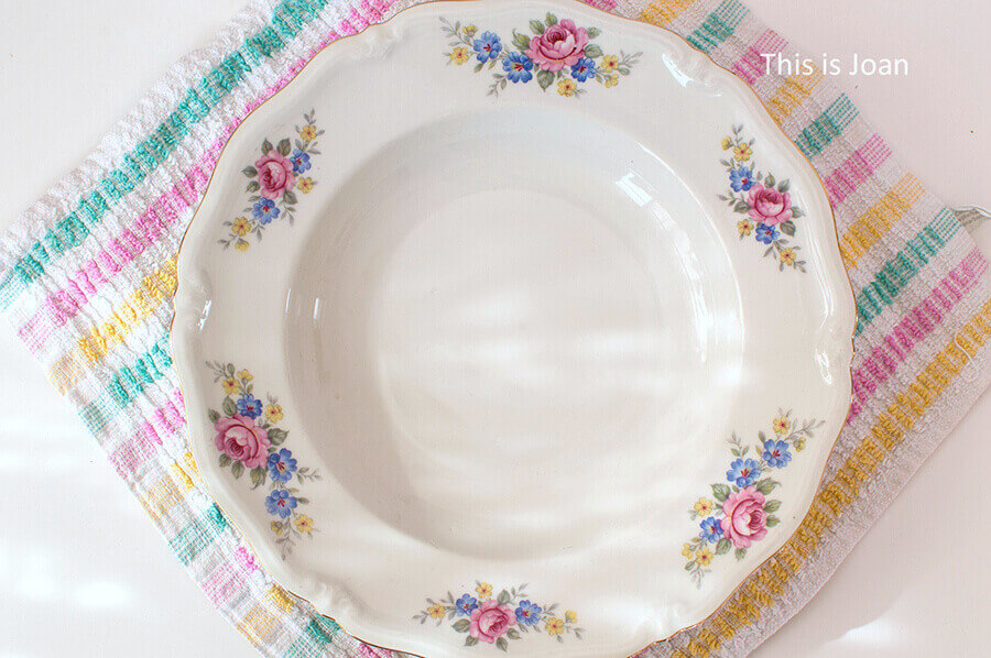 Vintage bord met bloemetjes