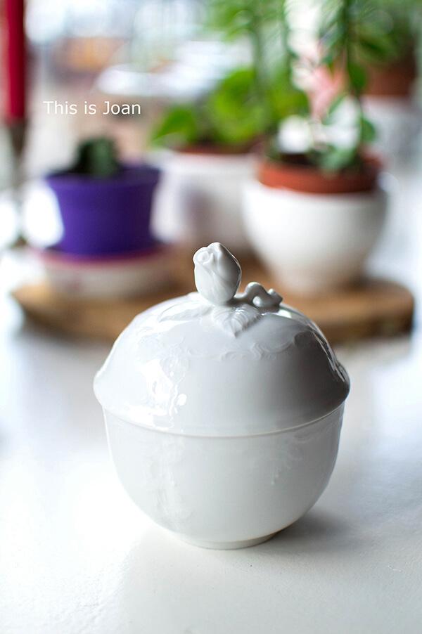 Antieke suikerpot wit met roos