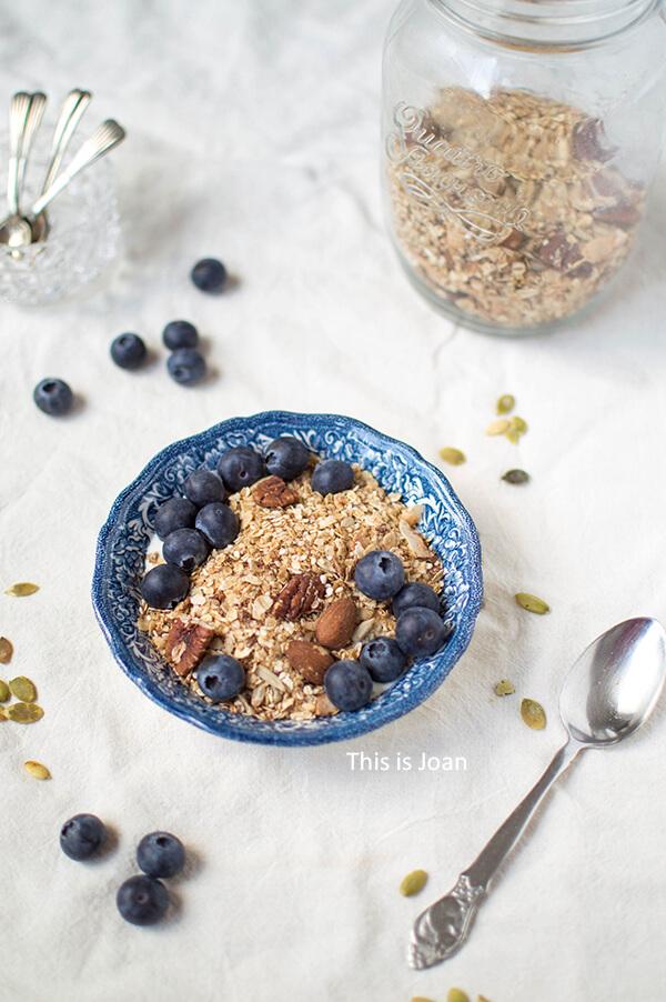 Glutenvrije en vegan notengranola met zaden