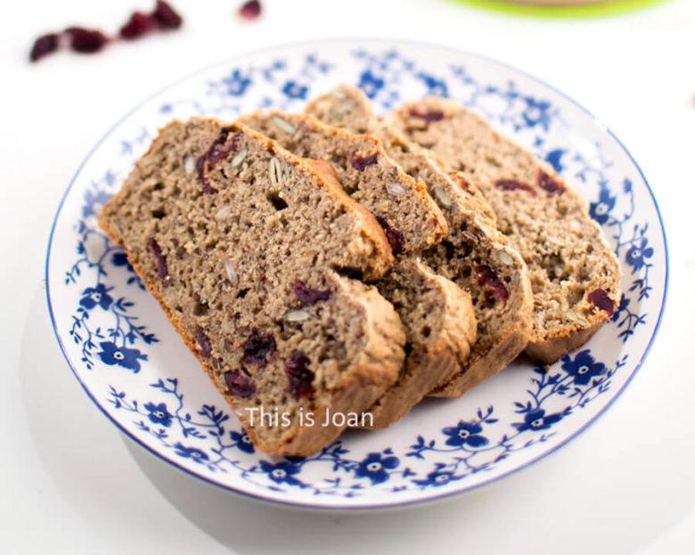 Vegan cranberrycake met zaden